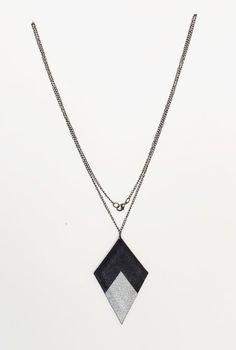 Zwart en zilver leder pijl ketting. Geometrische door DesignPolygon