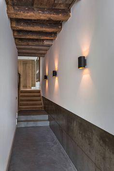 Modern en monumentaal wonen aan de gracht : Moderne gangen, hallen & trappenhuizen van Studio RUIM