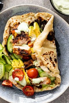 Juicy chicken shawarma marinated in spiced yogurt then grilled is a delicious di. Juicy chicken shawarma marinated in spiced yogurt then grilled is a delicious dinner served wrapped in easy flatbread with crunchy vegetables. Healthy Food Recipes, Cooking Recipes, Yummy Food, Healthy Recipes With Chicken, Easy Recipes, Easy Flatbread Recipes, Tasty, Cooking Bacon, Wrap Recipes