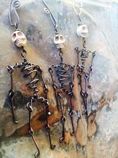 LAST WEEK ! dancing skeletons - oxidized copper day of the dead sculpture ornaments by Studio Luna Verde Skull Jewelry, Metal Jewelry, Jewelry Art, Jewelry Design, Pendant Jewelry, Wire Crafts, Jewelry Crafts, Handmade Jewelry, Holiday Jewelry