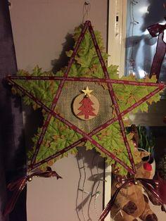Christmas Parol, Christmas Lanterns Diy, Christmas Ornaments, School Border, Glitters, Artsy, Star, Holiday Decor, Projects