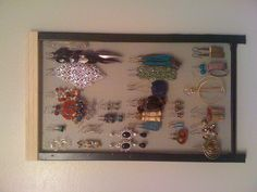 Bought the frame with screen at Home Depot et voila, the perfect solution to hang all my earrings