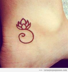 tatuaje flor de loto pequeño