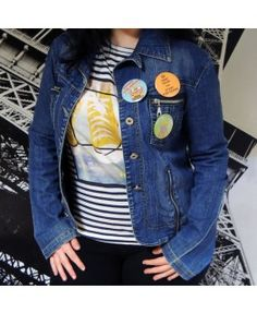 Chapas redondas con alfiler Ø58 mm - Detalle chaqueta vaquera mujer Denim, Jackets, Fashion, Sheet Metal, Elegant, Women, Down Jackets, Moda, La Mode