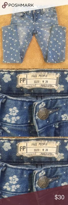 FP Ditsy floral ankle crop Floral patterned 5-pocket ankle skinny jeans. Zipper and button fly closure. Has the perfect amount of stretch. These are in great condition I love them so much I just need a larger size. These have so much more wear in them!  *73% Cotton *25% Polyester *2% Spandex Free People Jeans Ankle & Cropped