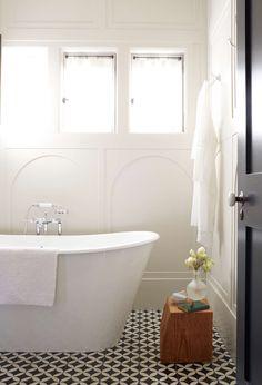 Midcentury Modern Bathroom Tile Ideas #bathroom #bathroomtile #bathroomtileideas Modern Bathroom Tile, Classic Bathroom, Bathroom Flooring, Tile Layout, Vintage Bathrooms, Half Baths, Flooring Options, Tile Ideas, Clawfoot Bathtub