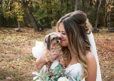 Bride with Puppy at Neutral Rustic Wedding | photos by Jessica Scheuer Photography | The Pink Bride®️️️ www.thepinkbride.com