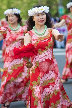 Hula Dancers by davegolden, via Flickr.