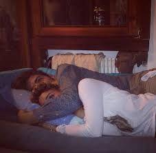 Resultado de imagem para namorados dormindo juntos