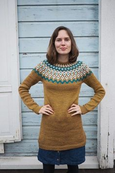 Original Pattern: Monochrome Pullover Knitter Extraordinaire: Riimium (Ravelry ID) Mods: Changed the neckline from a turtle neck to a crew neck, made her o