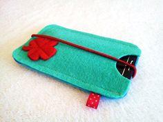 Handytasche aus 2mm Filz,mit einer Gummikordel.Unten rechts ist Kleeblatt auch aus Filz.