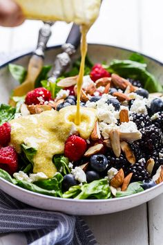 Mixed Berries Spinach Salad Recipe - A fresh Berry Feta spinach salad that's simple, healthy and SO delicious! - by : Mixed Berries Spinach Salad Recipe - A fresh Berry Feta spinach salad that's simple, healthy and SO delicious! Spinach Salad Recipes, Salad Recipes Video, Salad Recipes For Dinner, Healthy Snacks, Healthy Eating, Healthy Recipes, Dinner Healthy, Sin Gluten, Healthy Egg Breakfast