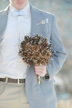 pine cone bouquet! A little something different and natural for an outdoor wedding