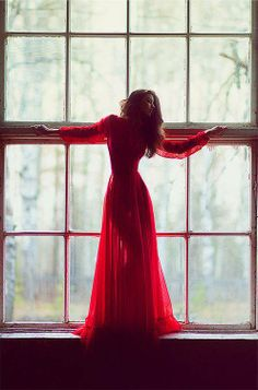 Lady in Red - rouge red gown window light pose captured by Petr Osipov and pinned by Foto Art, Foto Pose, Shades Of Red, Lady In Red, Beautiful Dresses, Gorgeous Dress, Beautiful Men, Fashion Photography, Red Photography