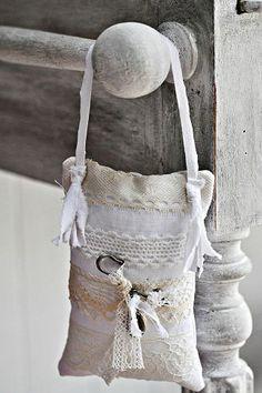 linen sachet for bed post