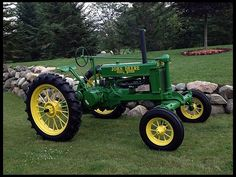 Serial Two-Cylinder Verified BW Tractor has an early 1935 Set Screw Front End Old John Deere Tractors, Jd Tractors, Small Tractors, Antique Tractors, Vintage Tractors, Vintage Farm, John Deere Equipment, Old Farm Equipment, Train Truck