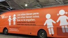 El autobús de la polémica que recorre diversas ciudades de España.