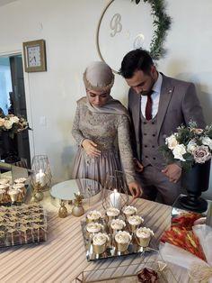 Hijab Wedding Dresses, Hijab Bride, Wedding Dress Sleeves, Wedding Table Garland, Wedding Wreaths, Engagement Decorations, Wedding Decorations, Muslimah Wedding, Wedding Henna