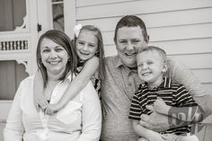 Northwest Arkansas family portraits. Fayetteville, Arkansas photography by Whitney Flora Photography. Casual, candid, family photos.