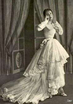 About a month ago I wrote a post about my favorite fashions by Fath from so now I am sharing my favorite Dior designs from that same . Vintage Fashion 1950s, Vintage Dior, Fifties Fashion, Vintage Couture, Vintage Glamour, Vintage Beauty, Vintage Dresses, Vintage Outfits, Vintage Hats