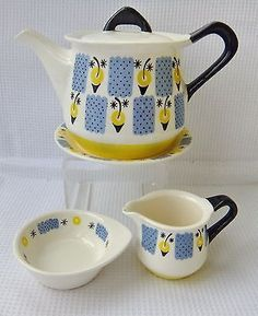 This listing is for a retro teapot, teapot stand and matching cream and sugar Good condition, no damages Just a little staining to the inner collar of the teapot lid Teapot measures approx x Vintage Kitchenware, Vintage Coffee, Vintage Pottery, Ceramic Plates, Vintage China, Design Crafts, Scandinavian Design, Norway, Tea Pots