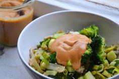 Křupavá zelenina s arašídovou omáčkou -- Crunchy Vegetable Stir-Fry with Peanut Sauce