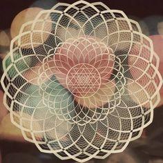 Sacred Geometry! Flower Of Life. iheartloons.tumblr.com