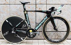 Lotto NL Jumbo's Bianchi Aquila CV http://www.bicycling.com/bikes-gear/tour-de-france/the-time-trial-bikes-of-the-2017-tour-de-france/slide/14