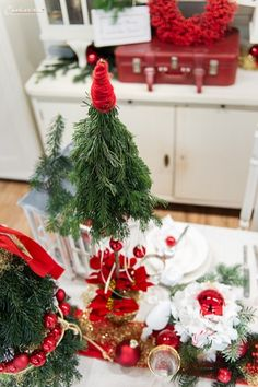 Weihnachten Styletable,     Weihnachtsdekoration, Weihnachtsdeko,  Weihnachtskränze, Weihnachtskerzen,  Tischdeko  Ideen, Tischdeko Weihnachte, Tischdekoration Weihnachten, Weihnachtstisch, Weinachten  Deko Ideen, Winterrezepte, festliches Geschirr,  funkelnder Weihnachtstisch, rote und weiße  Tischdeko, Weihnachtsdekoration rot, Christmas decoration, red decoration,  Christmas recipes ideas, Christmas wreath, table decoration christmas Decoration Christmas, Decoration Table, Christmas Wreaths, Christmas Tree, Holiday Decor, Dinner Table, Recipes, Home Decor, Holiday Decorating