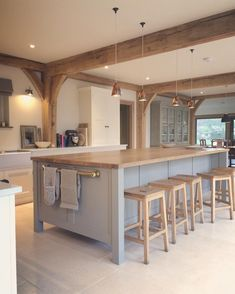 Such a beautiful kitchen - Credi Open Plan Kitchen Living Room, Barn Kitchen, Home Decor Kitchen, Kitchen Interior, Home Kitchens, Kitchen Ideas, Country Kitchen Island, Chef Kitchen, Gold Kitchen