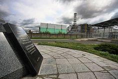 Placa conmemorativa en la central nuclear de Chernóbil.