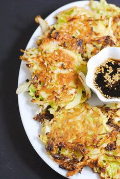 Japanese cabbage pancakes Japanese cabbage pancakes, or okonomiyaki, are an easy and delicious appetizer or side dish, made with fresh cabbage and scallions. Easy Japanese Recipes, Japanese Dishes, Asian Recipes, Healthy Recipes, Healthy Food, Japanese Vegetarian Recipes, Japanese Food Healthy, Indonesian Recipes, Croatian Recipes