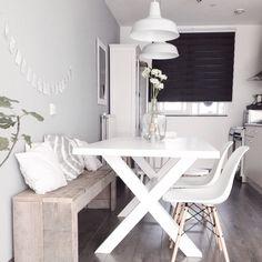 DIY Wood pallet bench kitchen nordic dining white Eames chair DSW DIY wooden pallet bench kitchen No Küchen Design, House Design, Design Ideas, Design Trends, White Eames Chair, White Chairs, Studio Apartment Decorating, Small Condo Decorating, Dining Room Design