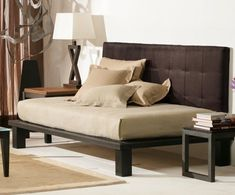 Low Cost Guest Room Daybed or Futon? Low Cost Guest Room Daybed or Futon? Wood Daybed, Diy Daybed, Daybed With Trundle, Daybed Ideas, Headboard Ideas, Contemporary Daybeds, Modern Daybed, Home Design, Design Ideas