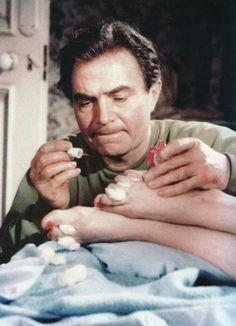 Humbert and Lo's toes. Lolita (Kubrick, 1962).
