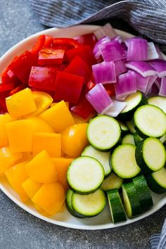 Zucchini, red peppers, yellow peppers and red onion for grilled chicken skewers. Zucchini, red peppers, yellow peppers and red onion for grilled chicken skewers. Chicken Kabob Recipes, Grilled Chicken Skewers, Crockpot Chicken Healthy, Grilled Salmon Recipes, Recipe Chicken, Bbq Salads, Summer Grilling Recipes, Chicken Zucchini, Healthy Food To Lose Weight