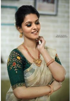 Shirt desings Superb Bollywood Fashion - Pictures) Article Physique: It's straightforward to lay Kerala Saree Blouse Designs, Cutwork Blouse Designs, Wedding Saree Blouse Designs, Saree Blouse Neck Designs, Simple Blouse Designs, Stylish Blouse Design, Simple Designs, Sari Bluse, Lehenga Blouse