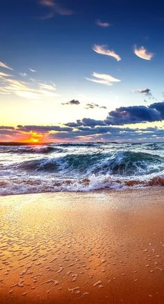 Beautiful beach and sunset! Photos Voyages, Ocean Beach, Beach Sunrise, Beach Waves, Am Meer, Beach Scenes, Belleza Natural, Nature Pictures, Pretty Pictures