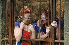 Hänsel und Gretel im #Dschungelcamp => Angelina und Walter im Gefängnis! #ibes