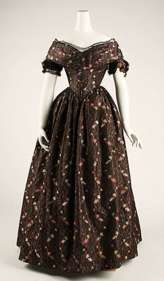 30-10-11 Dress 1839, American or European made of silk