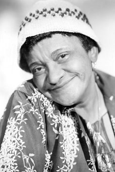 Meet Moms Mabley, a Pioneer For Black Women in Comedy Stand Up Comedians, Funny Comedians, Vintage Black Glamour, African American History, Black History Month, Alter, Black Women, Beautiful Women, Beautiful Body
