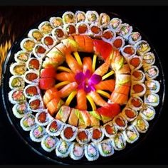 That's some awesome lookin' sushi  via @theloveofsushi