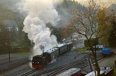"Der Meppel beim rangieren in Jöhstadt <a href=""/tag/pressnitztalbahn"">#pressnitztalbahn</a> <a href=""/tag/994511"">#994511</a> <a href=""/tag/jöhstadt"">#jöhstadt</a> <a href=""/tag/dampflok"">#dampflok</a> <a href=""/tag/eisenbahnbilder"">#eisenbahnbilder</a> <a href=""/tag/eisenbahnfotografie"">#eisenbahnfotografie</a> <a href=""/tag/schmalspurbahn"">#schmalspurbahn</a>"