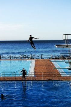 Sea Point pavillion pools in Cape Town - have you jumped off the high board like that? No but I have swum here many times over the past 52 years. Started when I was 3 years old. Most Beautiful Cities, Wonderful Places, Oh The Places You'll Go, Places To Visit, Cape Town South Africa, Rest Of The World, Africa Travel, Scenery, Travel Planner