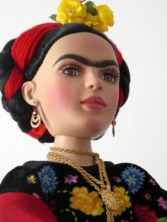 Frida Kahlo Doll. Diego Rivera, Fashion Dolls, Fashion Art, Kahlo Paintings, Mexico Fashion, Frida And Diego, Famous Artwork, Deco Originale, Doll Painting