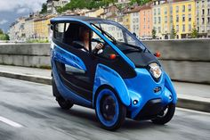 Toyota is currently testing its i-ROAD EV in Grenoble, France, to see how it can integrate with public transportation to decrease traffic gridlock. Electric Trike, Electric Cars, Toyota, Reverse Trike, Third Wheel, City Car, Green Nature, Public Transport, Super Cars