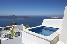 Whitedeck Santorini || Whitedeck Santorini complex is situated in Imerovigli, on the highest point of Imerovigli's cliff above the famous volcano, and opposite the Maltesa Medieval Orthodox Church, offering the finest...