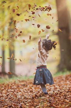 Autumn by Zuhtu Cosar on – girl photoshoot ideas Children Photography Poses, Cute Kids Photography, Autumn Photography, Family Photography, Halloween Photography, Photography Ideas, Fall Family Portraits, Fall Family Pictures, Family Picture Poses