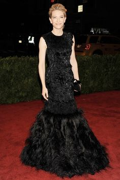 Met Gala 2012: Cate Blanchett wore a sleeveless black Alexander McQueen mermaid gown with feathers on the skirt. Cate is fierce and elegant! I love this gown. The feathers add interest.