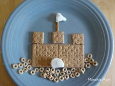 sand castle or knights/dragons/princess themed castle snack idea: cheerios, graham crackers, marshmallows, string cheese, and stick pretzels Vbs Crafts, Bible Crafts, Castle Crafts, Sand Castle Craft, Preschool Snacks, Preschool Class, Vacation Bible School, Marshmallow Creme, Graham Crackers